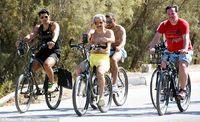 Pangeran Al-Walid bersepeda di Bodrum